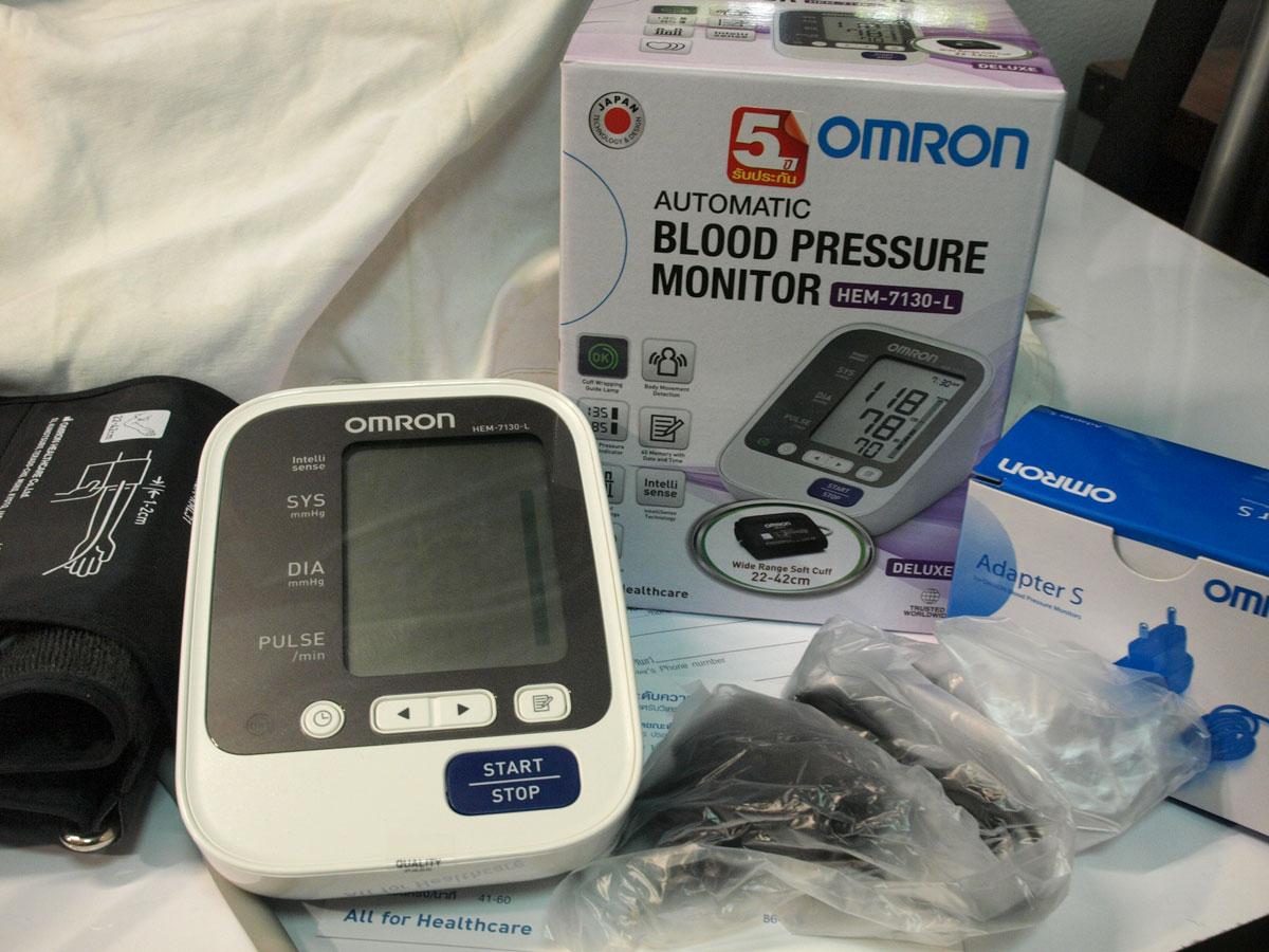 เครื่องวัดความดัน OMRON HEM7130-L